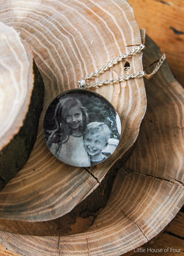 DIY photo necklace