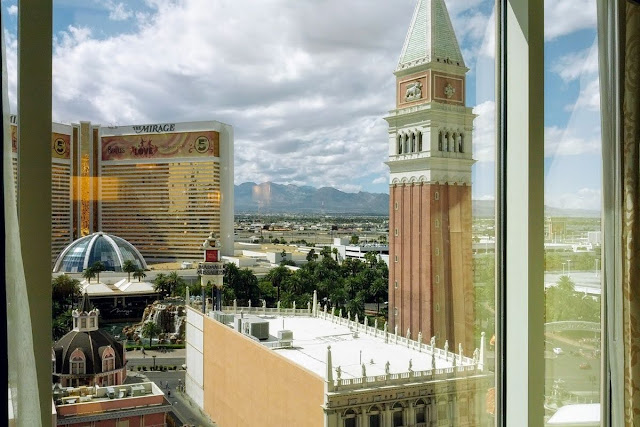 2 Days in Las Vegas - The View of the Strip from the Venetian