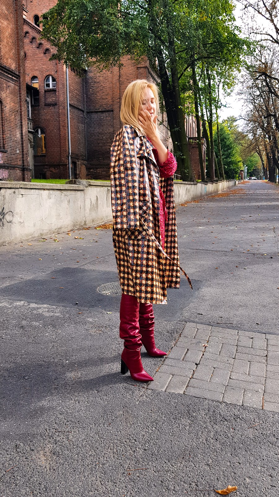 fashion; inspiration; fall; jesien; trendy; zara; kozaki; krata płaszcz; red dress
