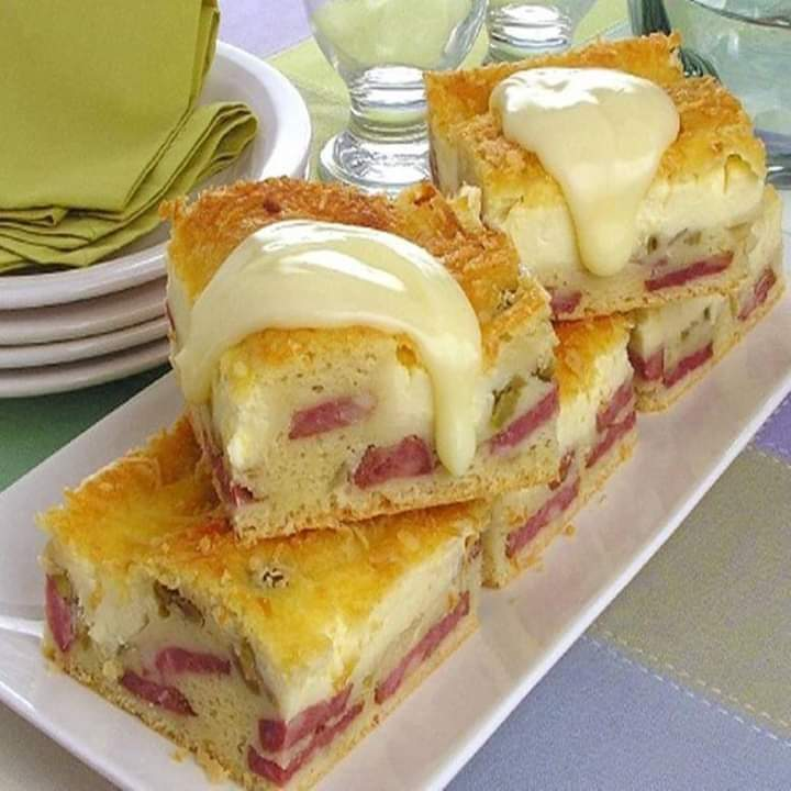 Torta de linguiça calabresa com queijo