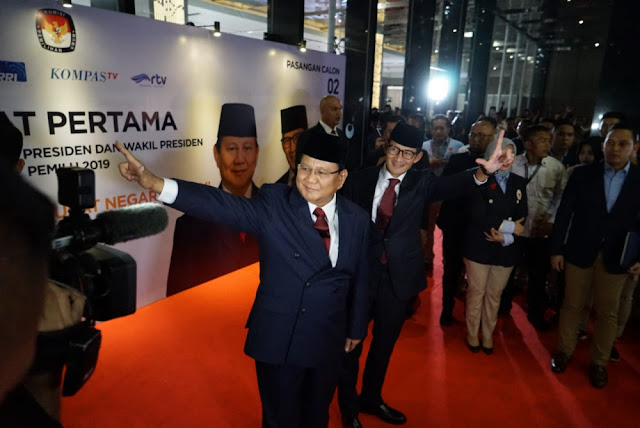 Lebih Dulu Tiba di Arena Debat Pilpres 2019, Prabowo Langsung Salami Megawati