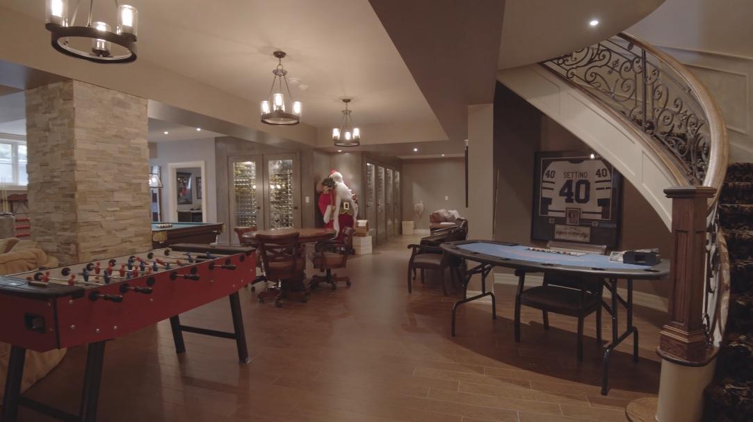 Tour 76 Scotch Valley Dr King On vs. 33 Interior Design Photos