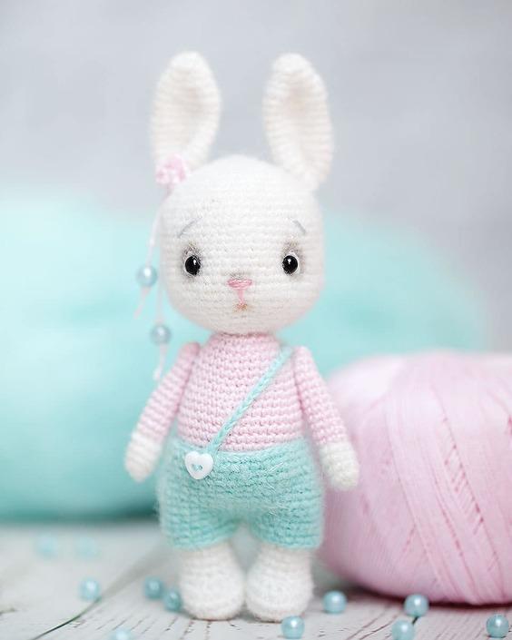 Cuddle Me Bunny amigurumi pattern - Amigurumi Today | 705x564