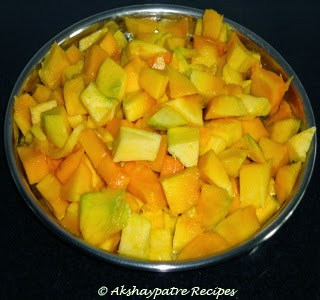cut the mango in cubes