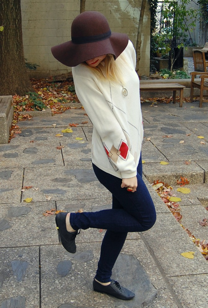 Fall Uniform: A Floppy Hat and an Oversized Sweater