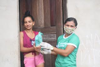 Prefeitura Através da SEMAS Entrega Kits de Higiene e Limpeza para as famílias atendidas pelo SCFV, Programa Criança Feliz e PAIF.
