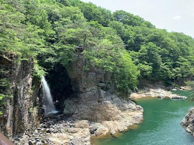 虹見橋から見る龍王峡と虹見の滝