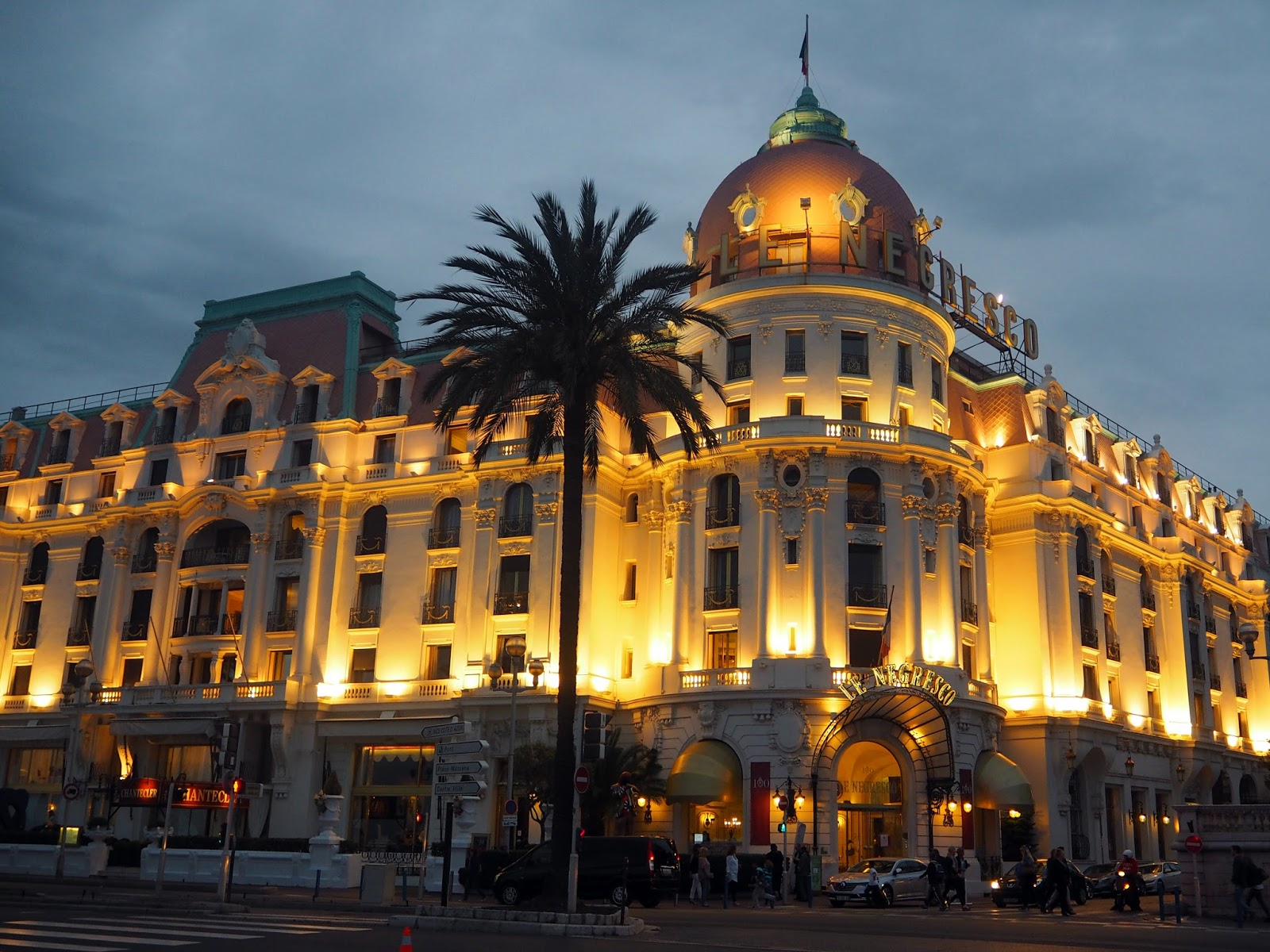 Sunset at Promenade Des Anglais, Le Negresco - Rachel Nicole UK Blogger