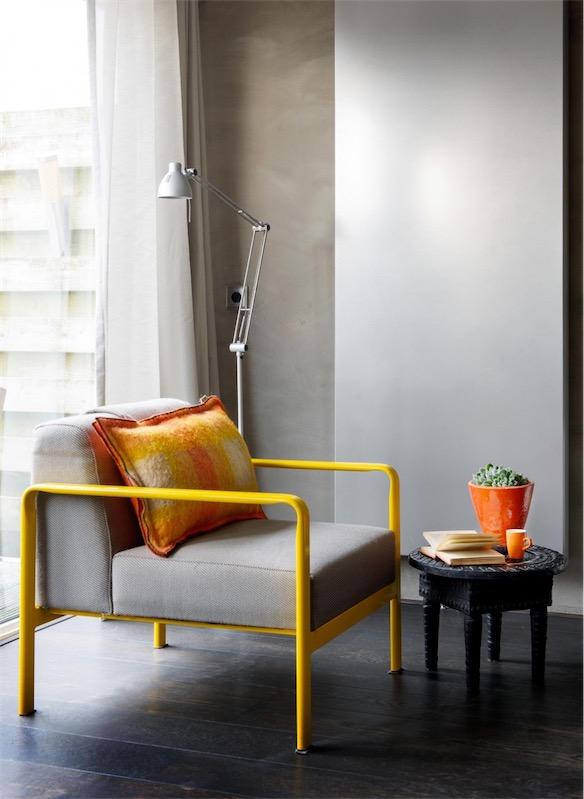 sillon con estructura de hierro en amarillo chicanddeco