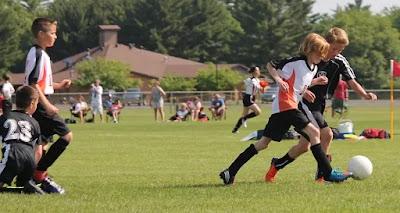 هل يهم شكل القدم عند شراء المرابط كرة القدم؟
