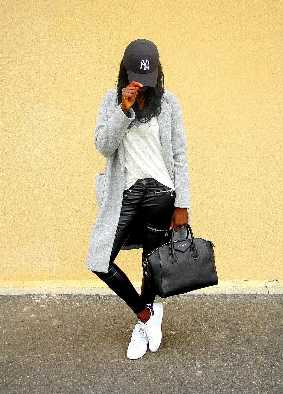 casquette-new-era-baskets-adidas-stan-smith-sac-givenchy-antigona-manteau-long-jeans-slim-enduit