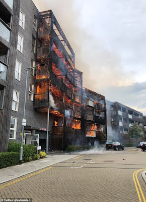 Huge fire OUTBREAK at a block of flats in east London (Photos)