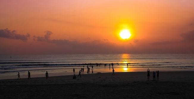 Chụp ảnh bình minh trên biển Đà Nẵng