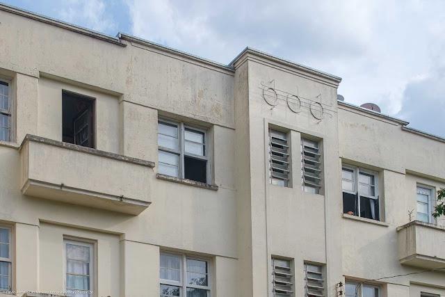 Edifíco Santo Antônio, na Rua Itupava - detalhe ornamentos na fachada