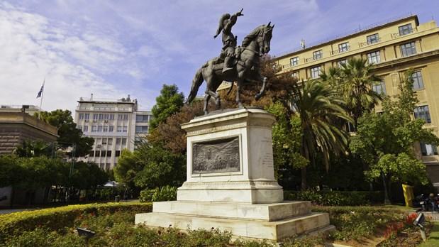 """Καθαρισμός και αποκατάσταση στο """"δίδυμο"""" με του Ναυπλίου άγαλμα του Κολοκοτρώνη στην Αθηνα"""
