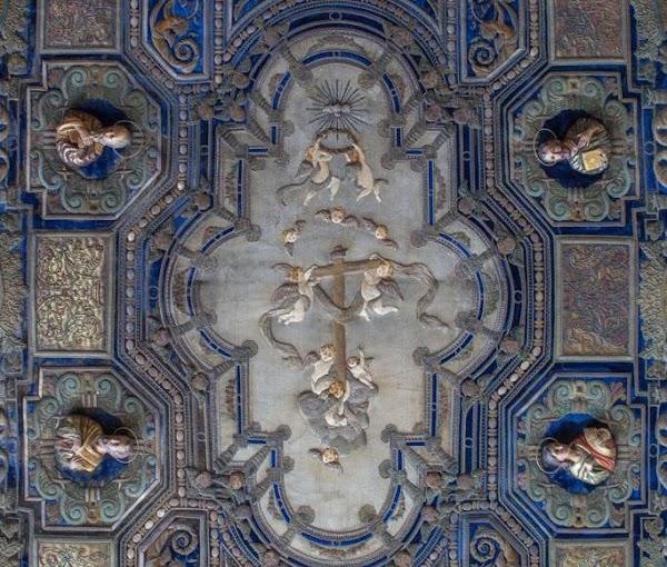El restaurado techo de palio de la Virgen de la Palma de Sevilla