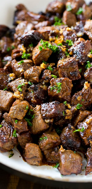 STEAK BITES WITH GARLIC BUTTER #Steak #Bites #With #Garlic #dinnerrecipe #Easydinner #Easyrecipe