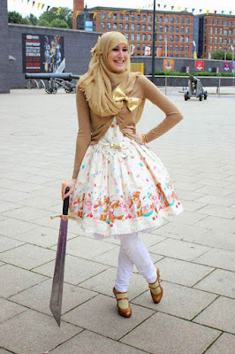 Cewek Hijab Pakai Dress Lolita 7 years old girl Cewek Hijab Pakai Dress Lolita 70's style