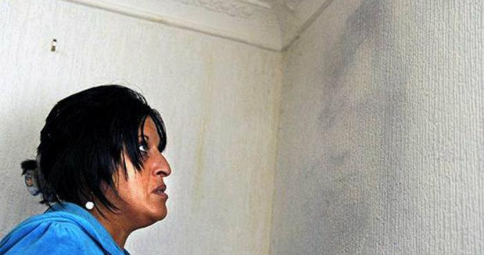Munculnya Almarhum Suami di Tembok Dinding