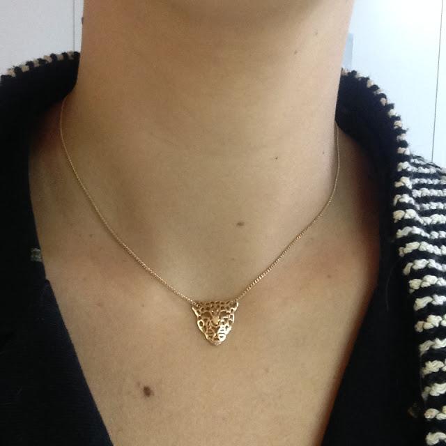 look mode bijoux accessoires fashion victime collier doré tigre