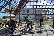 Satgas Yonif MR 413 Kostrad  Bantu Pembangunan Rumah Adat di Skouw Yambe