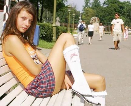 Девушки без трусов на улице: Фото эротика потеряли трусики