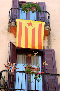 Catalan%2Bflag%2Bwith%2Bscarecrow%2Bdoll