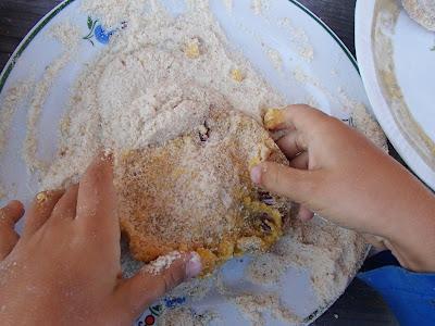 grzyby w sierpniu, grzyby 2016, rydze, potrawy z grzybów, potrawy z rydzów, rydze panierowane, potrawy przygotowane przez dzieci, dzieci gotują, mleczaj jodłowy, mleczaj późnojesienny, rydz