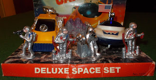 50mm Figures; A Frizion Lenta; A Trizion Lenta; Blue Box; Deluxe Space Set; Made in Hong Kong; Moon Car; Moon Vehicles; No. 1231; Pocketbond; Slo-Mobile; Slow-Slow Action; Small Scale World; smallscaleworld.blogspot.com; Space Car; Space Toy; Space Vehicle; Space Vehicles; Toyway; Toyway Astronauts; Toyway Spacemen; Toyway TM;