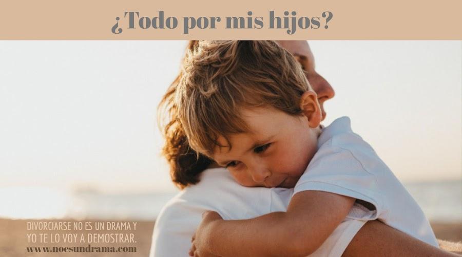 madre_abrazando_a_niño_noesundrama