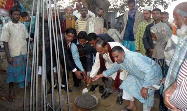 বকশীগঞ্জের নঈম মিয়ার বাজার ঈদগাহ মাঠের গেইট নির্মাণ কাজের উদ্বোধন