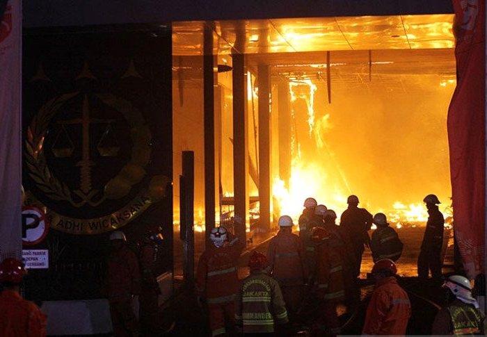 Soal Gedung Kejagung, Deklarator KAMI: Rakyat Bertanya, Terbakar atau Dibakar?