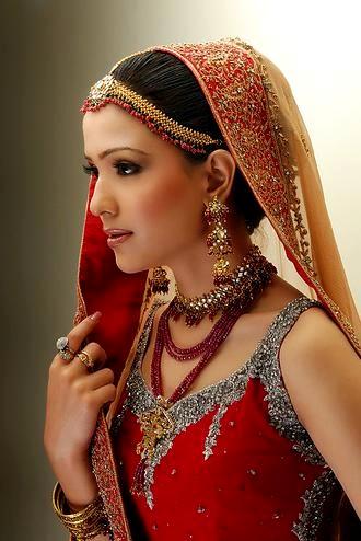 Beautiful+Bridal+Faces+ +Bridal+Makeup+2012+ +005+ +www.Fashionhuntworld.Blogspot.com