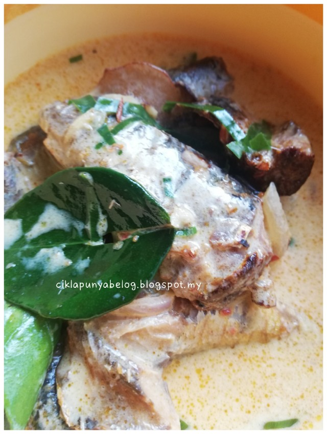 Sardin masak lemak simple.