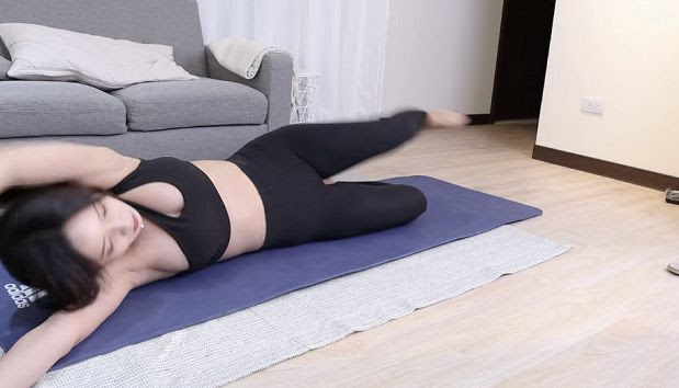 """Teaching Yoga too """"With heart"""" on the wave, the female streamer accidentally uncharacteristically round and round, almost met the bitter end."""