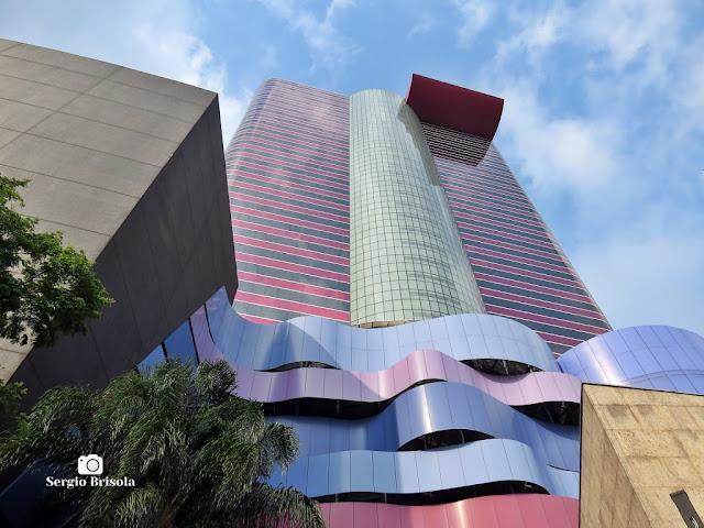 Perspectiva inferior da fachada do Edifício Torre Faria Lima - Pinheiros - São Paulo