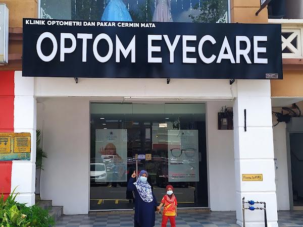 Pemeriksaan saraf mata di Optom Eyecare Bangi