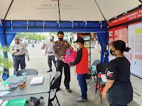 Polsek Jetis Bagikan Sembako ke Pedagang Pasar Kranggan