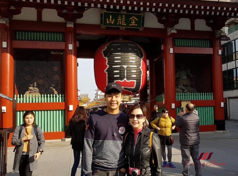 travel blogger explores tokyo sensoji asakusa kannon temple