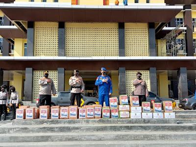Direktorat Pamobvit Polda Lampung Bagikan Ratusan Paket Sembako
