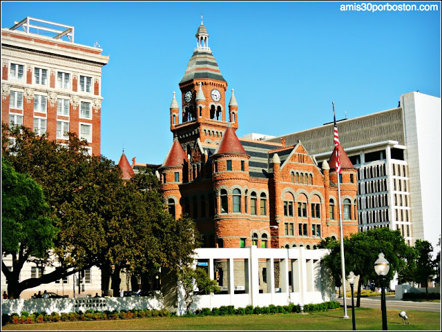 Lugares Turísticos y Atracciones en Dallas: Dealey Plaza