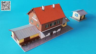Spur Z - Kartonmodell - Ländlicher Bahnhof mit Wartesaal, Güterschuppen, Laderampe mit Ladekran, Lifaßsäule, Stellwerk, Bekohlungsanlage und Wasserturm