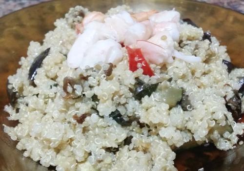 Un plato que quinoa con cereales