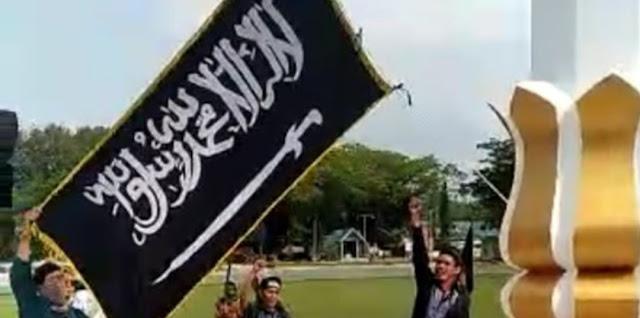 FPI Berulah Kibarkan Bendera Tauhid di DPRD Poso, Diturunkan Setelah Ditegur Polisi