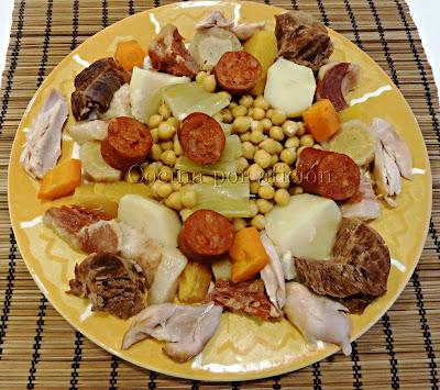 Cocido, garbanzos, carne y verduras