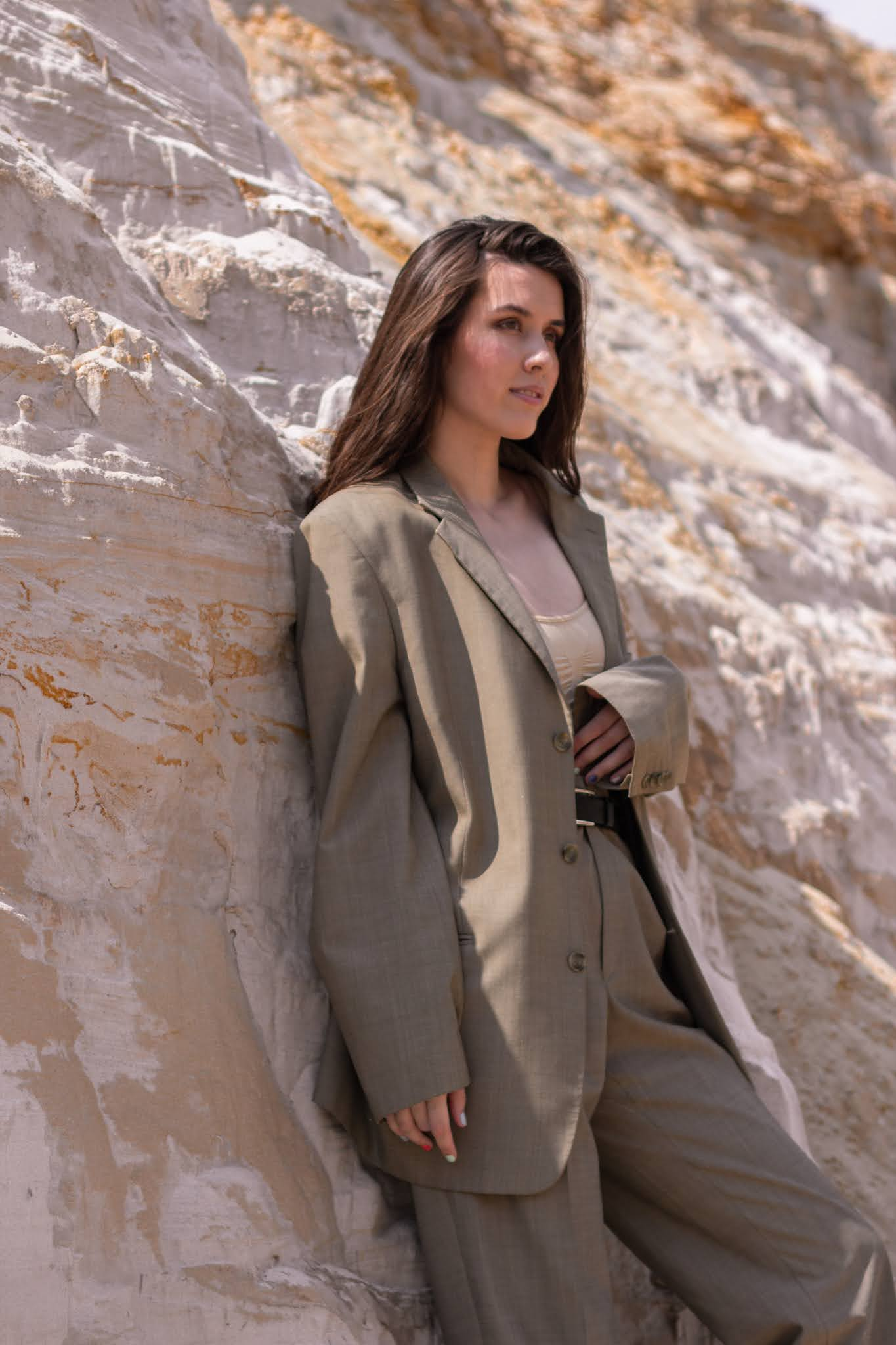 woman wearing fall outfit with an oversized blazer