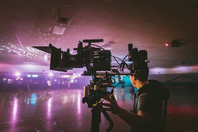 كيف يساعد دليل القناة الأشخاص في الحصول على تحديثات البرامج التلفزيونية؟