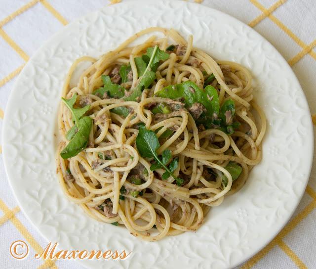 Спагетти с тунцом, лимоном и рукколой. Итальянская кухня