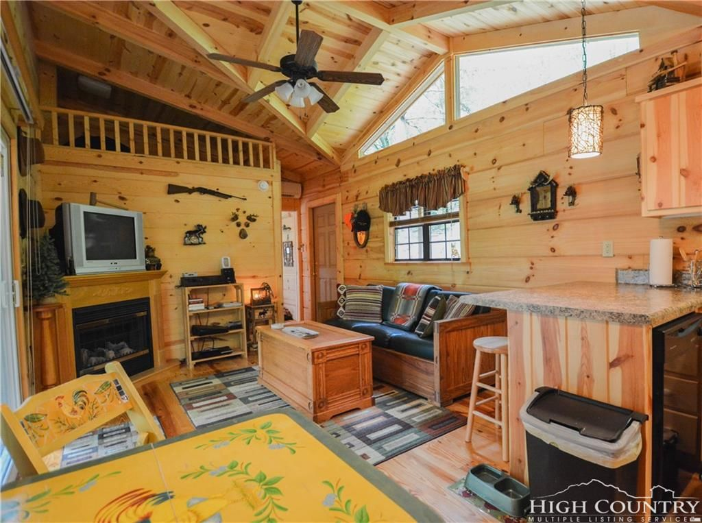 TINY HOUSE TOWN: Lansing Cabin With Just 400 Sq Ft of Space