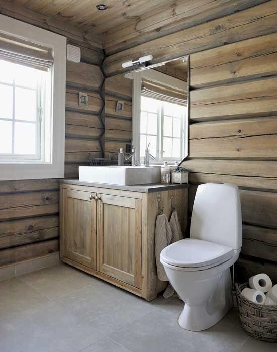 Piękny, drewniany dom u podnóża gór w Norwegii, wystrój wnętrz, wnętrza, urządzanie domu, dekoracje wnętrz, aranżacja wnętrz, inspiracje wnętrz,interior design , dom i wnętrze, aranżacja mieszkania, modne wnętrza, domy w górach, górska chata, domy drewniane, styl klasyczny, łazienka w drewnie,
